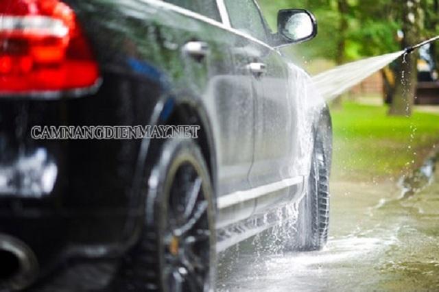 Có nên rửa xe khi động cơ còn nóng hay không?