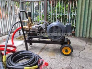 Dây dẫn nước quá dài khiến máy rửa xe không lên nước