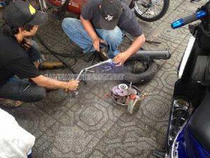 Hàn lại bô là giải pháp khắc phục khi xe máy bị thủng bô