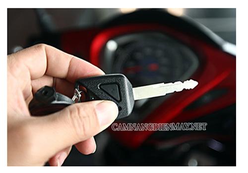 Thay chìa khóa mới nếu chìa khóa xe bị cong khiến ổ khóa xe máy bị kẹt