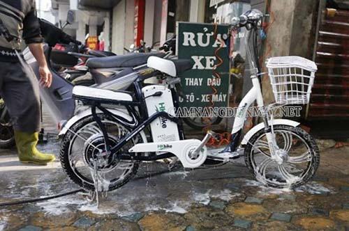 Rất nhiều người gặp phải sự cố rửa xe đạp điện xong không đi được
