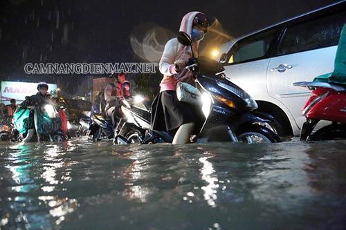 Xe máy bị ngập nước là hiện tượng thường gặp vào mùa mưa