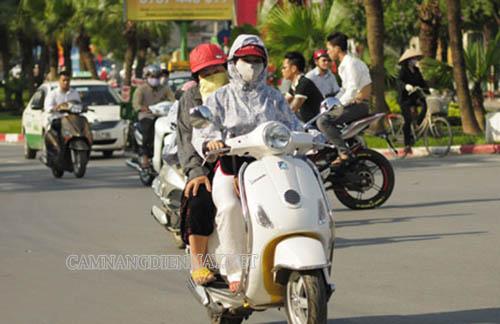 Đi xe quá chậm dưới trời nắng cũng khiến xe máy bị nóng máy