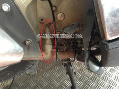 Cảm biến oxy bị bẩn dẫn tới sự cố xe máy bị rồ ga