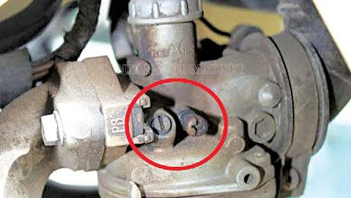 Xe máy bị chết máy do bộ chế hòa khí bị lỗi