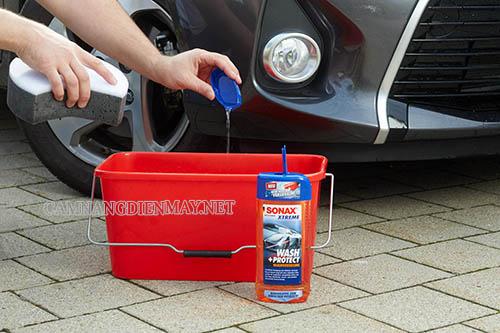 Pha nước rửa xe Sonax theo tỷ lệ quy định