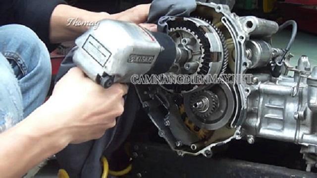 Công rã máy toàn bộ đại tu để khắc phục sự cố xe máy lột dên