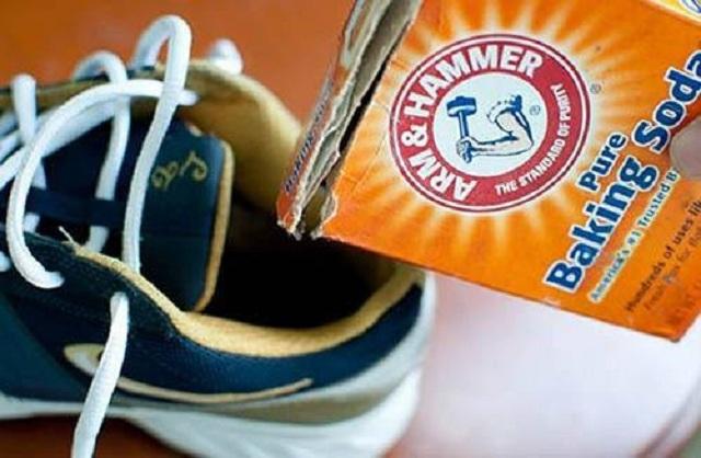 Baking soda khử mùi hôi giày hiệu quả