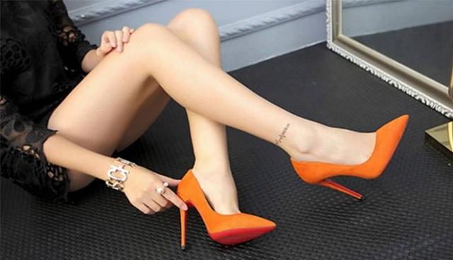 Làm sạch giày cao gót theo mức độ bẩn bụi