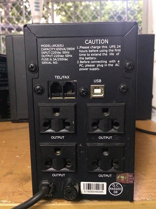 cấu tạo mặt lưng của sản phẩm bộ lưu điện ups giá rẻ