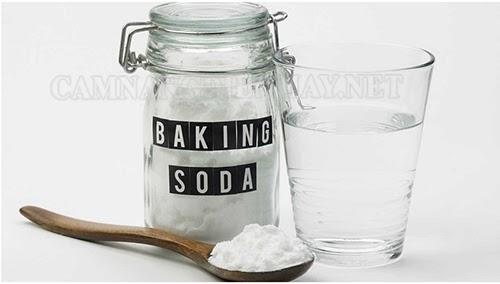 cach-lau-san-nha-bang-giam-va-backing-soda