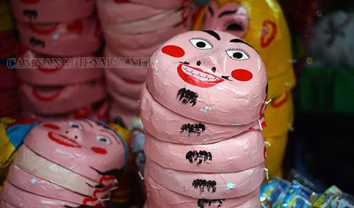 Những chiếc mặt nạ ông địa truyền thống