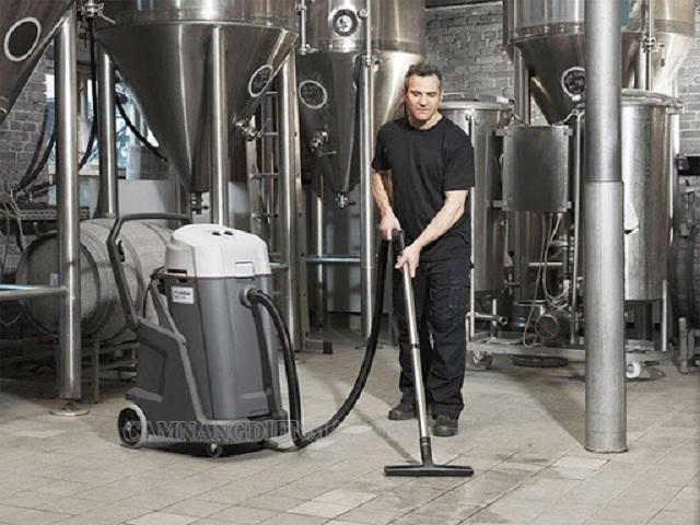 Nên lắp đặt các phụ kiện cẩn thận trước khi làm việc với máy hút bụi hút nước