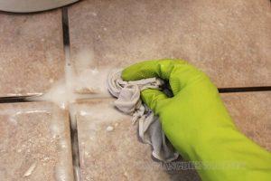 Giấm giúp làm sạch vết xi măng trên nền nhà