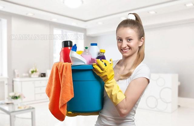 Trang bị đồ bảo hộ khi sử dụng các chất tẩy rửa