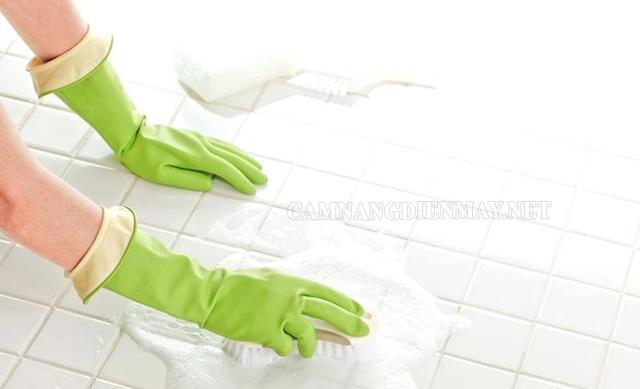 Chất tẩy rửa chuyên dụng giúp tẩy sạch các mảng bám lâu ngày