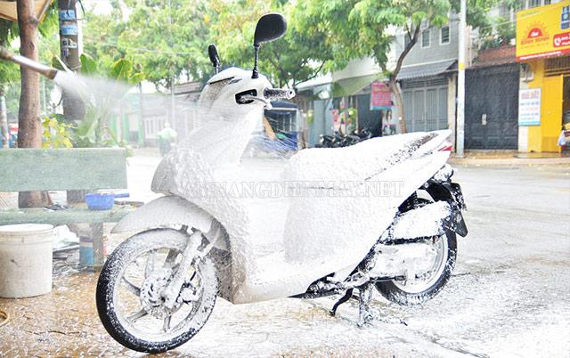 Các dung dịch rửa xe không chạm giúp tăng hiệu quả vệ sinh xe