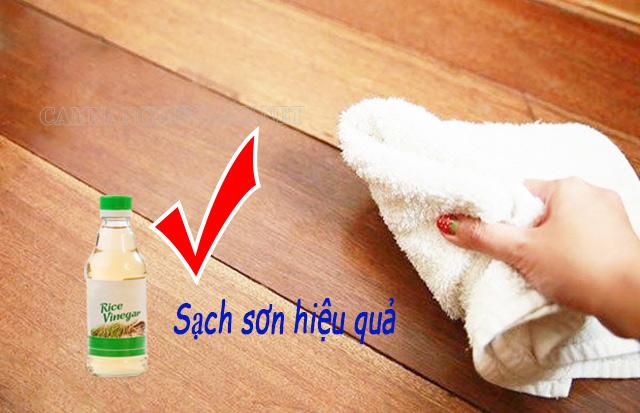 Giấm ăn là cách làm sạch sơn trên sàn nhà gỗ hiệu quả