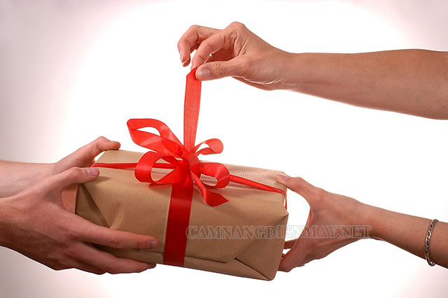 Giấc mơ được nyc tặng quà chứng tỏ bạn vẫn luôn trân trọng những kỉ niệm đẹp giữa hai người