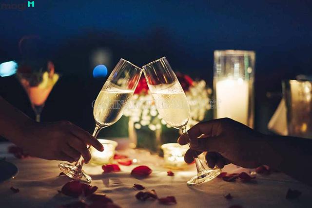 Chỉ là bữa tối lãng mạn cung chính là món quà Valentine tặng vợ đầy ý nghĩa