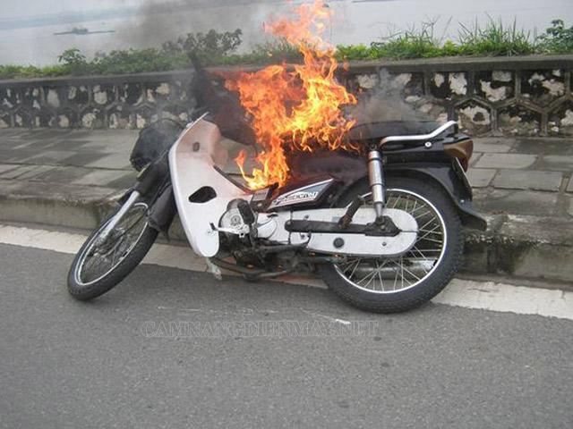 Nguyên nhân dẫn đến cầu chì xe máy bị cháy