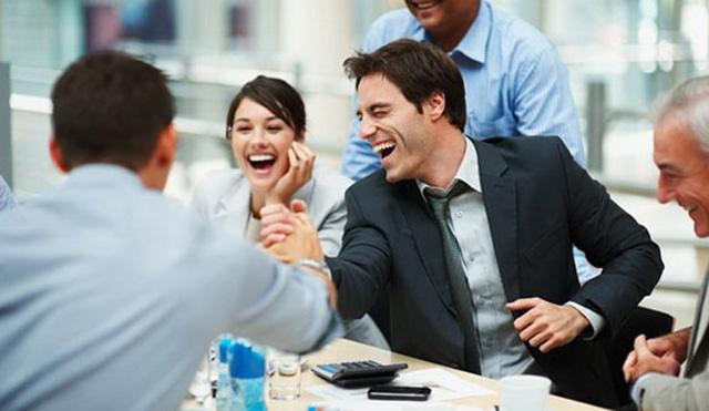 Tạo khoảng cách gần gũi và thân thiện với đồng nghiệp
