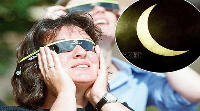 Dùng kính bảo vệ mắt để xem nhật thực
