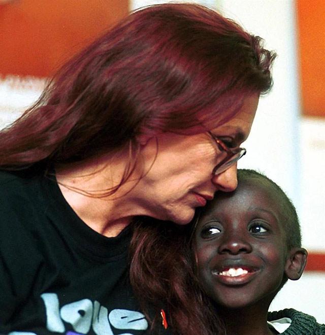 Nkosi và mẹ nuôi luôn đồng hành cùng nhau trên con đường tìm công lý