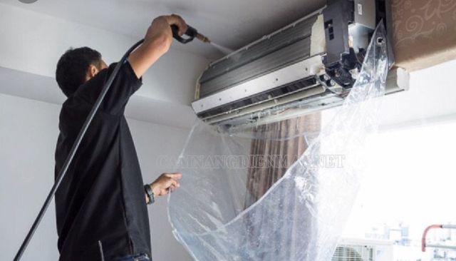 Cọ rửa giàn lạnh không khí của điều hòa