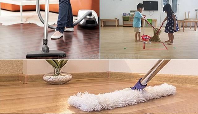 Vệ sinh, lau chùi sàn gỗ thường xuyên