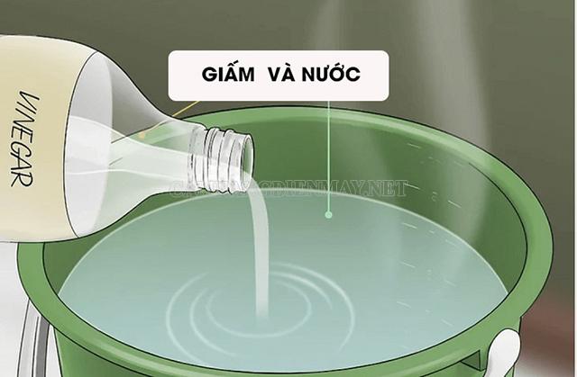 Hỗn hợp giấm ăn + nước giúp làm sạch hiệu quả