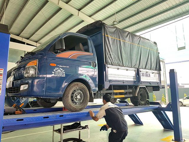Cầu nâng 4 trụ chuyên dùng nâng hạ xe có tải trọng lớn